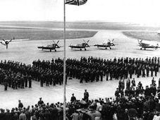 Возвращение чехословацких пилотов RAF на Родину, Фото из книги: Za hroby se lvy / Klub historie letectví v Jindřichově Hradci