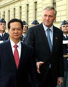 Mirek Topolanek avec Nguyen Tan Dung, photo: CTK