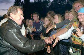 Václav Havel entre los rockeros en Trutnov, foto: CTK
