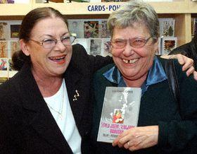 Лилиан Малкина (направо) и актриса Милена Дворска (Фото: ЧТК)