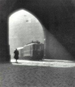 Снимок Утренний трамвай (1924г., Пороховая башня в Праге), Фото: Flickr, Creative Commons licence 2.0 Generic (CC BY-SA 2.0), uživatel: Jorgl pulg