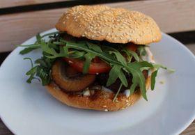 Moment café, Funghi burger (Photo: Facebook of Moment café)