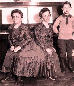 Ружена и Йозефина Блажковы с сыном