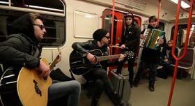 Музыканты группы «Mandrage» в пражском метро, Фото: YouTube