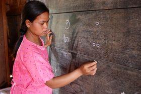 Výuka vKambodži, ilustrační foto: DFAT photo library via Foter.com / CC BY