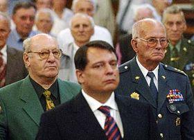 Premiér Jiří Paroubek (v popředí) apříslušníci PTP, foto: ČTK