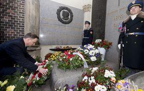 Анджей Дуда поклонился памяти чешского президента Вацлава Гавела, Фото: ЧТК