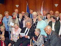Sir Nicholas Winton a fêté son anniversaire en compagnie de ses 60 enfants, photo: CTK