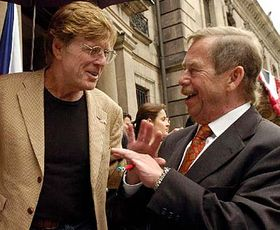 Robert Redford y Vaclav Havel (Foto: CTK)
