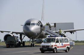 Los últimos pasajeros que sufrieron serias heridas en Croacia regresaron a la República Checa en un avión, foto: ČTK