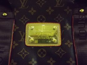 Поддельная сумка Louis Vuitton, фото: Таможенное управление Чешской Республики