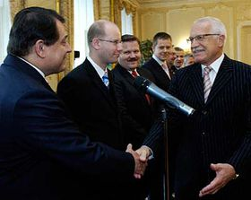Václav Klaus (vpravo) aodcházející vláda Jiřího Paroubka, foto: ČTK