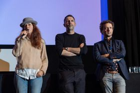 Zineb El Rhazoui, Vincent Coen et Guillaume Vandenberghe, photo: Lukáš Bíba / Site officiel du festival du film documentaire One World