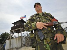 Un soldat tchèque à la base de Sajkovac, photo: CTK