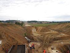 Строительство автомагистрали D4, фото: Chmee2, CC BY-SA 3.0