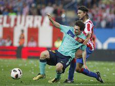 Lionel Messi y Tomáš Ujfaluši, foto: ČTK