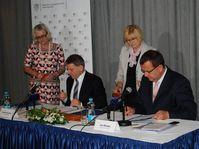 Ministr Lubomír Zaorálek a ministr Jan Mládek, foto: ©Ministerstvo zahraničních věcí ČR
