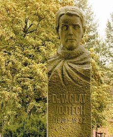 Václav-Vojtěch-Denkmal Jindřich Honzík, Wikimedia Commons, Public Domain