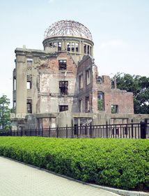 Hiroshima's Industrial Promotion Hall after dropping the atomic bomb, photo: Frank Gualtieri / public domain