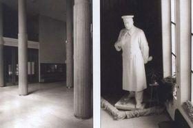 Холл радийного здания в городе Пльзень в 50-х годах прошлого века «украшала» статуя И. Сталина. Фото: Архив ЧРо.