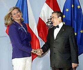 Ursula Plassnik y Karel Schwarzenberg (Foto: CTK)