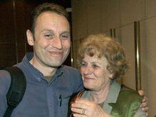 Vit Pohanka at Prague airport with his mother, photo: CTK