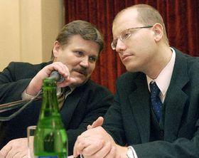 Ministro de Trabajo y Asuntos Sociales, Zdenek Skromach y ministro de Finanzas, Bohuslav Sobotka, foto: CTK