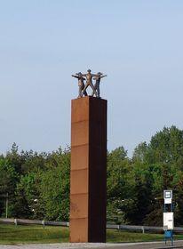 Památník parašutistů v místech, kde byl spáchán atentát (Foto: mtu)