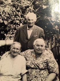 Антон Фиксель со своей сестрой и женой брата, фото: Архив Милены Винничук