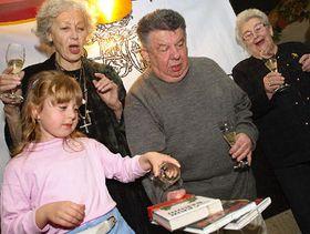 Крешение романа «Теразки на Град», в середине М. Швандрлик, направо С. Зазворкова, налево К. Фиалова (Фото: ЧТК)