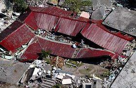 Trosky obytného domu vMuzaffarábádu, správním středisku pákistánské části Kašmíru, foto: ČTK
