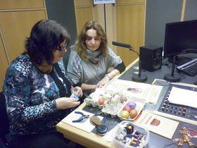 Hana Maříková aKateřina Ebelová (vpravo) ve studiu Radia Praha, foto: Zdeňka Kuchyňová