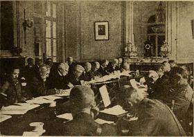 Unterzeichnung der Friedensverträge im Sommer 1919 in Paris
