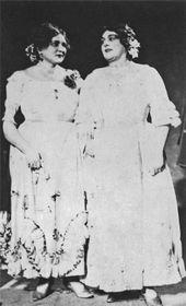 Božena Petanová (vpravo) vpředstavení Dvě vdovy, foto: archiv Národního divadla