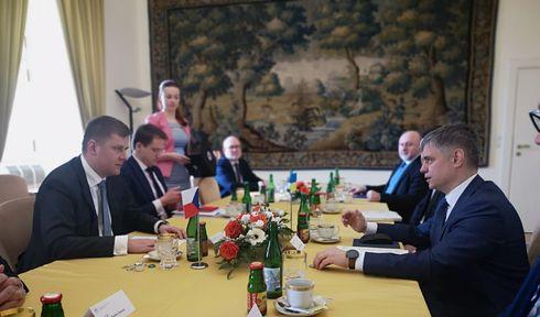 La signature de l'accord de coopération entre les Services d'archives de l'Etat ukrainien et deux institutions tchèques chargées de l'étude de l'histoire récente, photo: Site officiel de l'Ambassade d'Ukraine