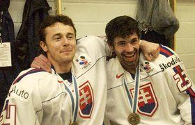 Sloven¹tí hokejisté se radují z medailí po vítìzství nad celkem ÈR, foto: ÈTK