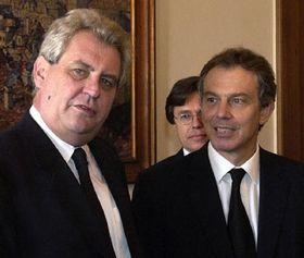 Чешский премьер Милош Земан и английский премьер Тони Блэр, фото: ЧТК