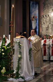 Easter mass, photo: Błażej Benisz, Wikimedia Commons, CC BY-SA 2.5