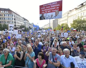People protest against Babiš' appointment, Wenceslas Square, Prague, June 5 2018, photo: ČTK/Kamaryt Michal