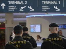 Полицейский патруль в пражском аэропорту им. Вацлава Гавела, Фото: ЧТК
