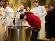 Baptême, 2015, photo: Vladimír Dušek / Akademická farnost Praha