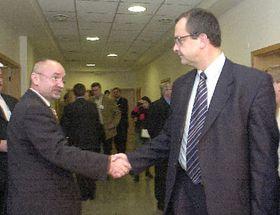 Petr Mareš se zdraví sMiroslavem Kalouskem, hostem sjezdu Unie svobody-Demokratické unie, foto: ČTK