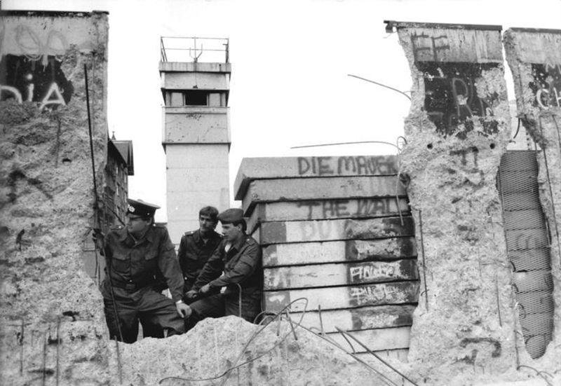 Mauerfall (Foto: Bundesarchiv, Bild 183-1990-0419-014 / Uhlemann, Thomas / CC-BY-SA 3.0)