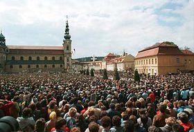 La misa celebrada por el Papa Juan Pablo II (1990) Foto: CTK