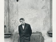 Милан Кундера - 1967, фото: Gisèle Freund,IMEC/Fonds MCC, Muzeum hl. města Prahy