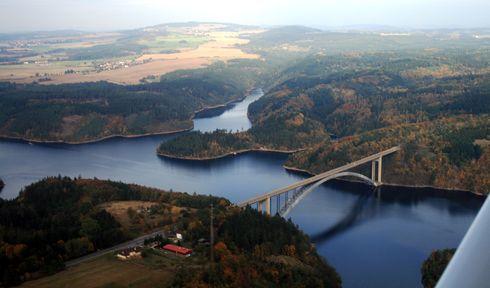 Orlická přehrada má největší objem ze všech nádrží v Česku, foto: Karel Jakubec, Wikimedia Commons, CC0