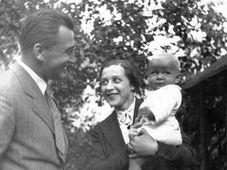 Mladý manželský pár s dcerou Janou, foto: Archiv Jany Kánské
