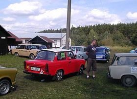 Man with DDR shirt and Trabi medalion checks out the competition