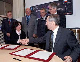 Vertrag über den ESO-Beitritt Tschechiens wurde am 22. Dezember 2006 unterzeichnet (Foto: CTK)