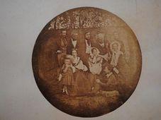 Rodina hraběte Chotka na daguerrotypii z roku 1839
